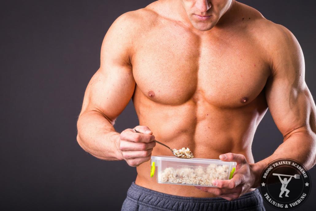 bodybuilder-die-post-workout-koolhydraten-eet